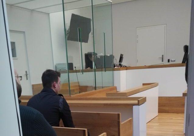 ASM-Cage De Verre Au Tribunal